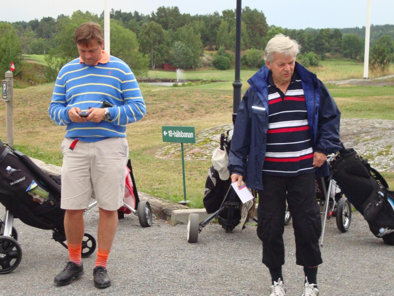 Mattias och Sören fundersamma inför starten…